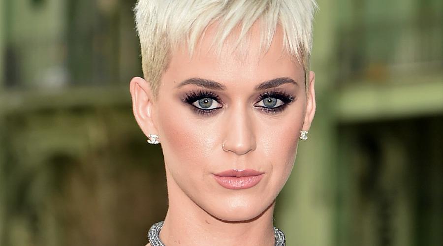 Katy Perry aksilik üzerine aksilik yaşıyor